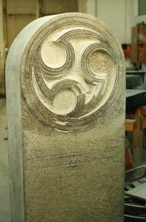 Grabstein YingYang aus Marmor von Enzo Arduini